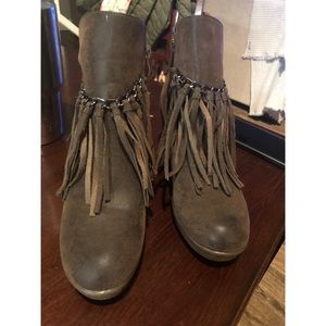 NWOT- Fringe wedge boots